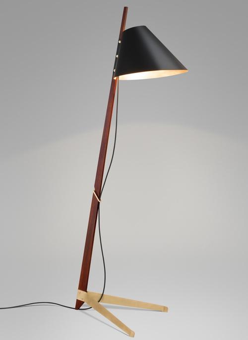 Tinuku.com Lampu Kap Berkaki Desain Ilse Crawford Untuk Kalmar Werkstatten