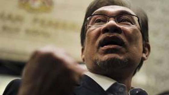Anwar bimbang Mahathir disiasat polis