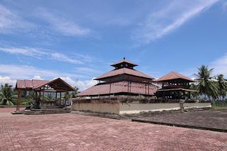 karakteristik masjid kuno indonesia