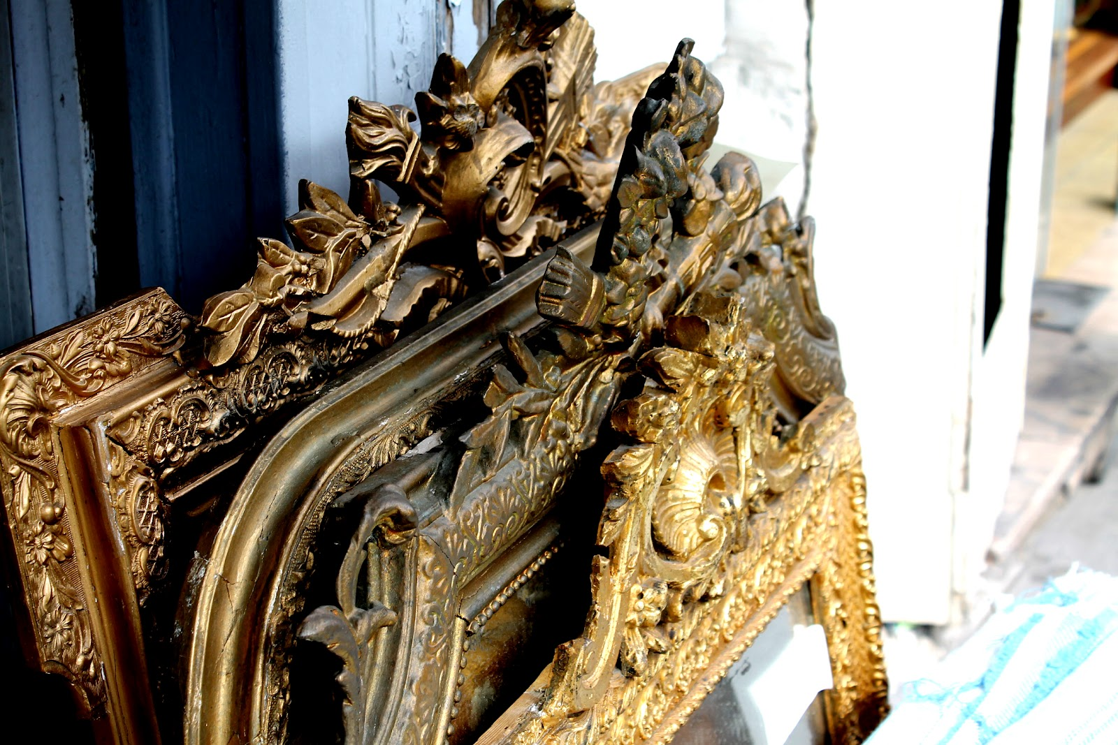 Puce De St Ouen Antique Ghosts Les Puces De Saint Ouen The Luxury