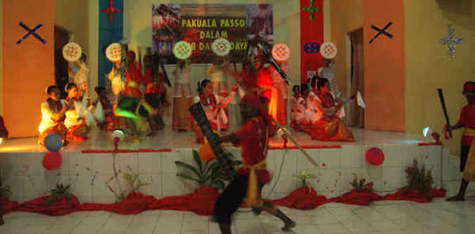 Kepala Balai Pelestarian Nilai Budaya (BPNB) Ambon Stevanus Tiwery menyatakan sanggar seni merupakan ujung tombak pengembangan potensi budaya di ibu kota Provinsi Maluku.
