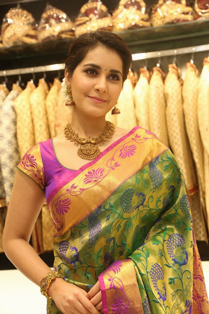 rashi-khanna-south-india-shopping-mall-at-madinaguda