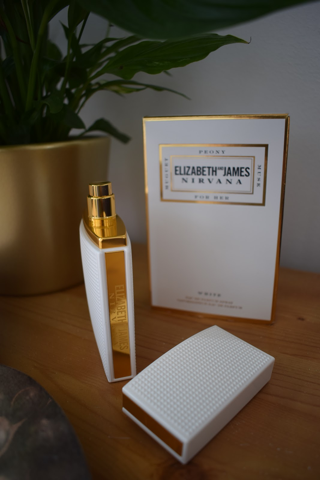 Elizabeth and James Nirvana White Perfume Review
