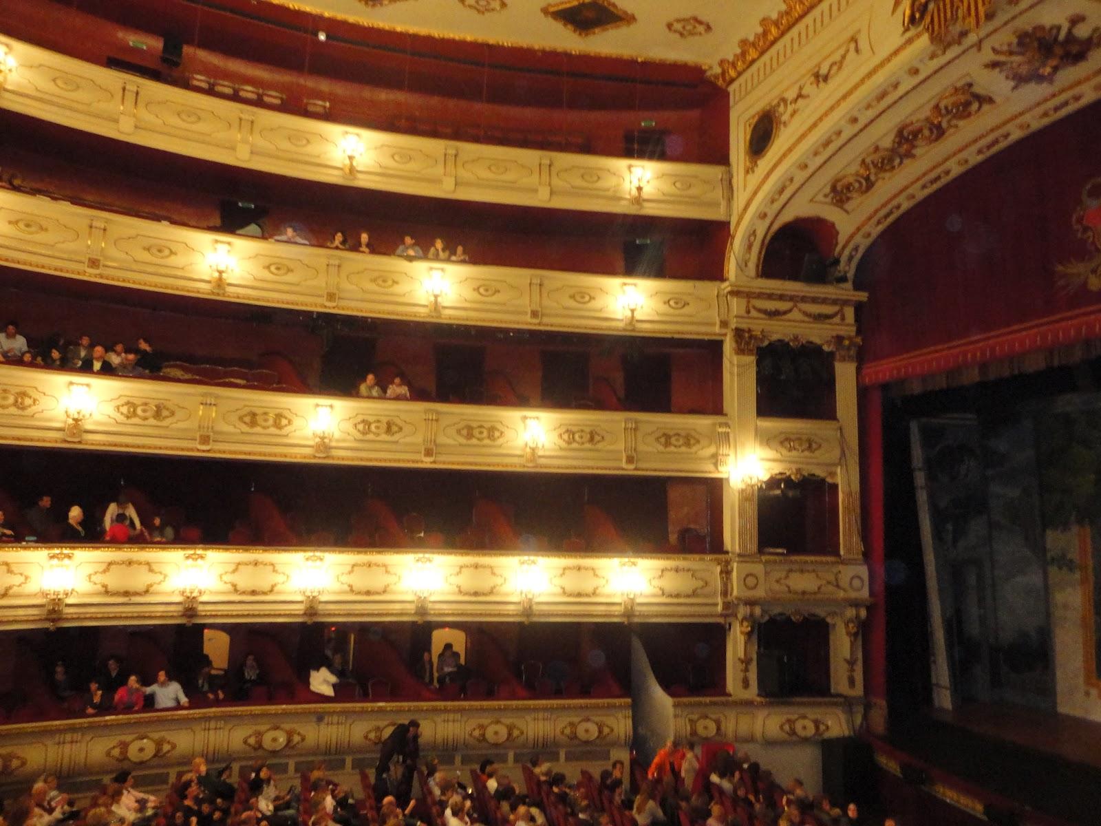 By joyce abril 2012 for Teatro principal valencia