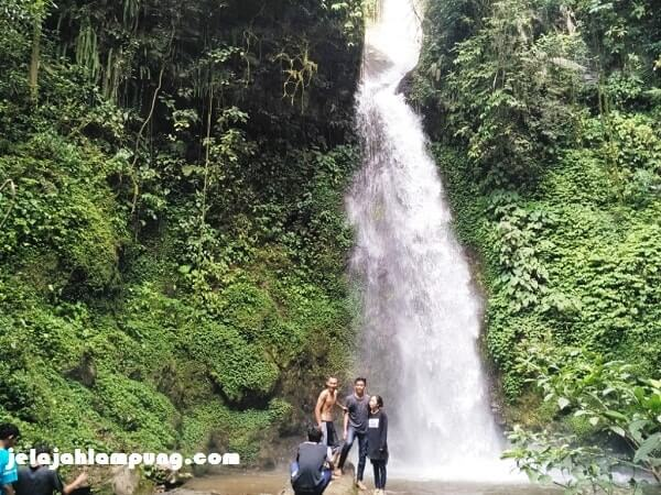 ketinggian air terjun pulau panggung