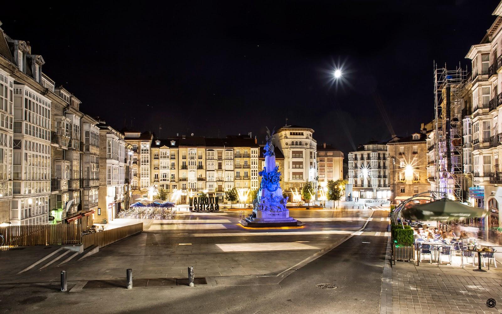 Virgen Blanca de la Luna :: Canon EOS 5D MkIII   ISO200   Canon 28mm   f/14   30s
