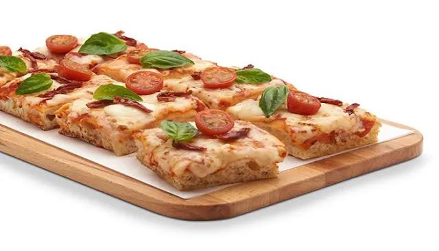 Pizza capressa hecha con pan