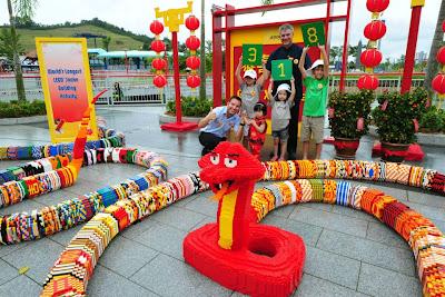 Ular LEGO terpanjang di dunia