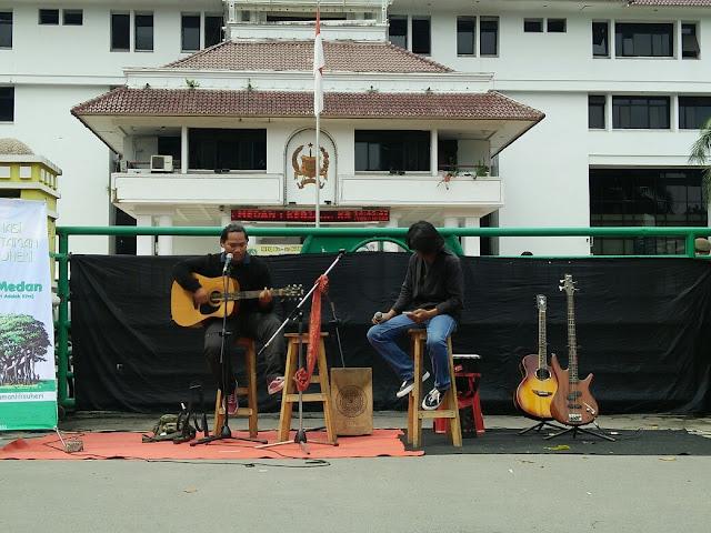 Keren, Seniman Medan Protes ke Walikota dengan Konser Jalanan