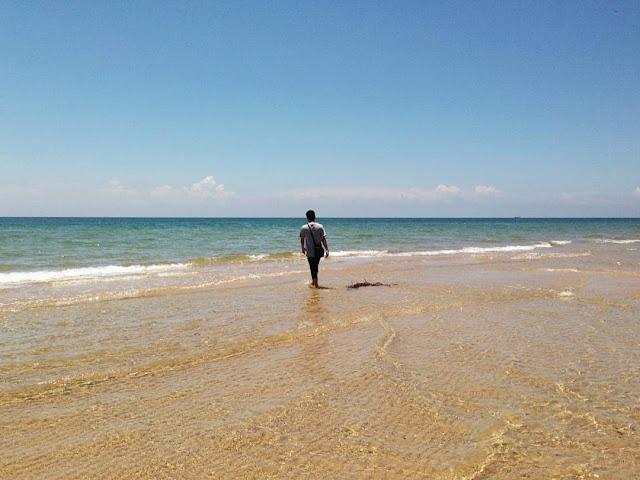 foto pemandangan di pantai nepa madura