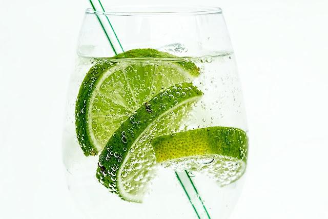 Beneficios de beber agua con limón todos los días por 2 semanas