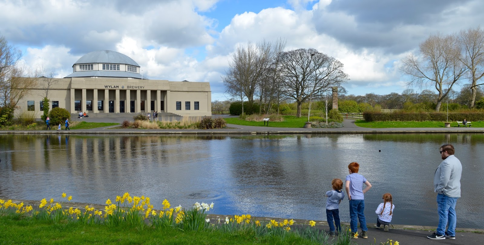 Exhibition Park Newcastle |  Wylam Brewery by the boating lake with daffodils in bloom