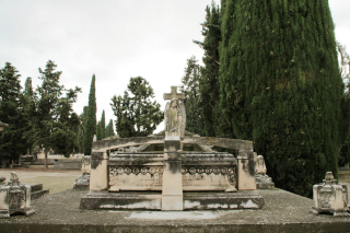 Arte funerario en Zaragoza: Panteón de la familia Repullés-de la Llata.