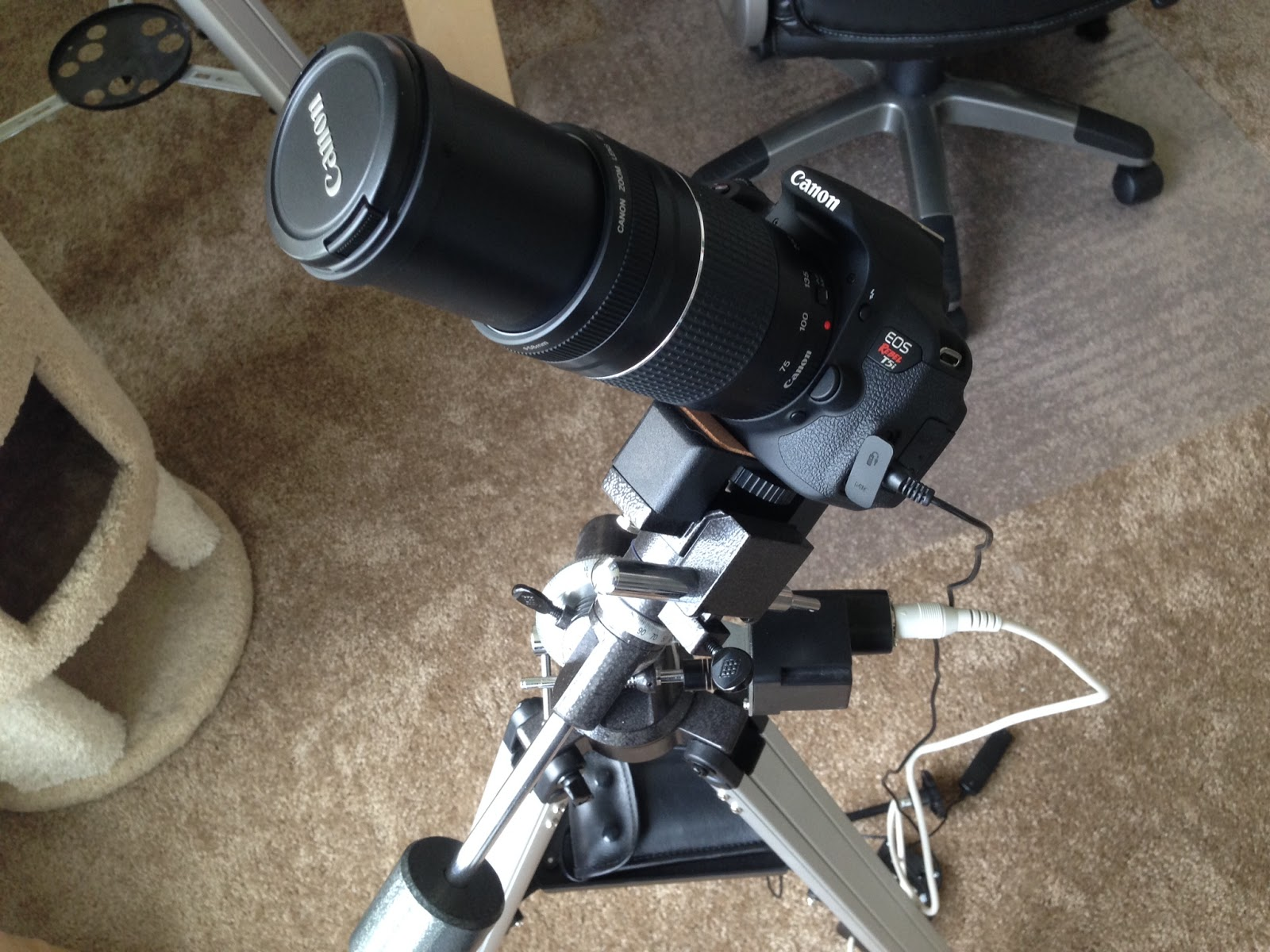 Canon DSLR camera on motorized EQ mount