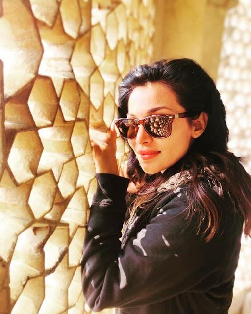 Flora Saini Photos