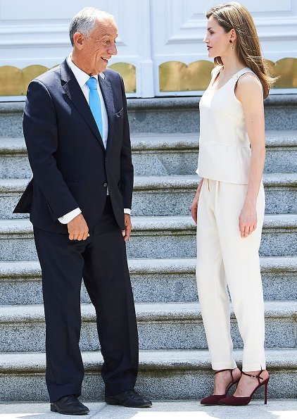 Queen Letizia Jewels - Coolook Hera Earrings. Queen wore Hugo Boss jumpsuit. President Marcelo Rebelo de Sousa