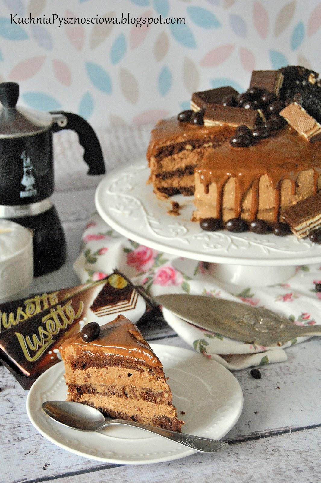 493. Tort kawowy z czekoladą i wafelkami