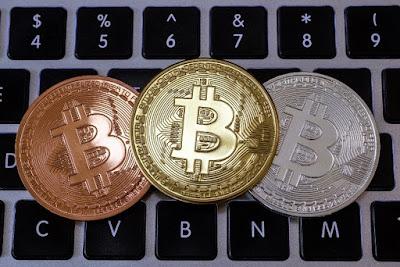 Bitcoin recua para menos de US$ 4,5 mil e renova mínima em 2018