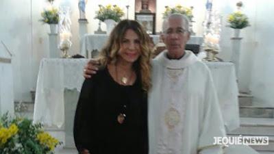 Elba Ramalho participa de missa no Santuário da Imaculada Conceição em Jequié.