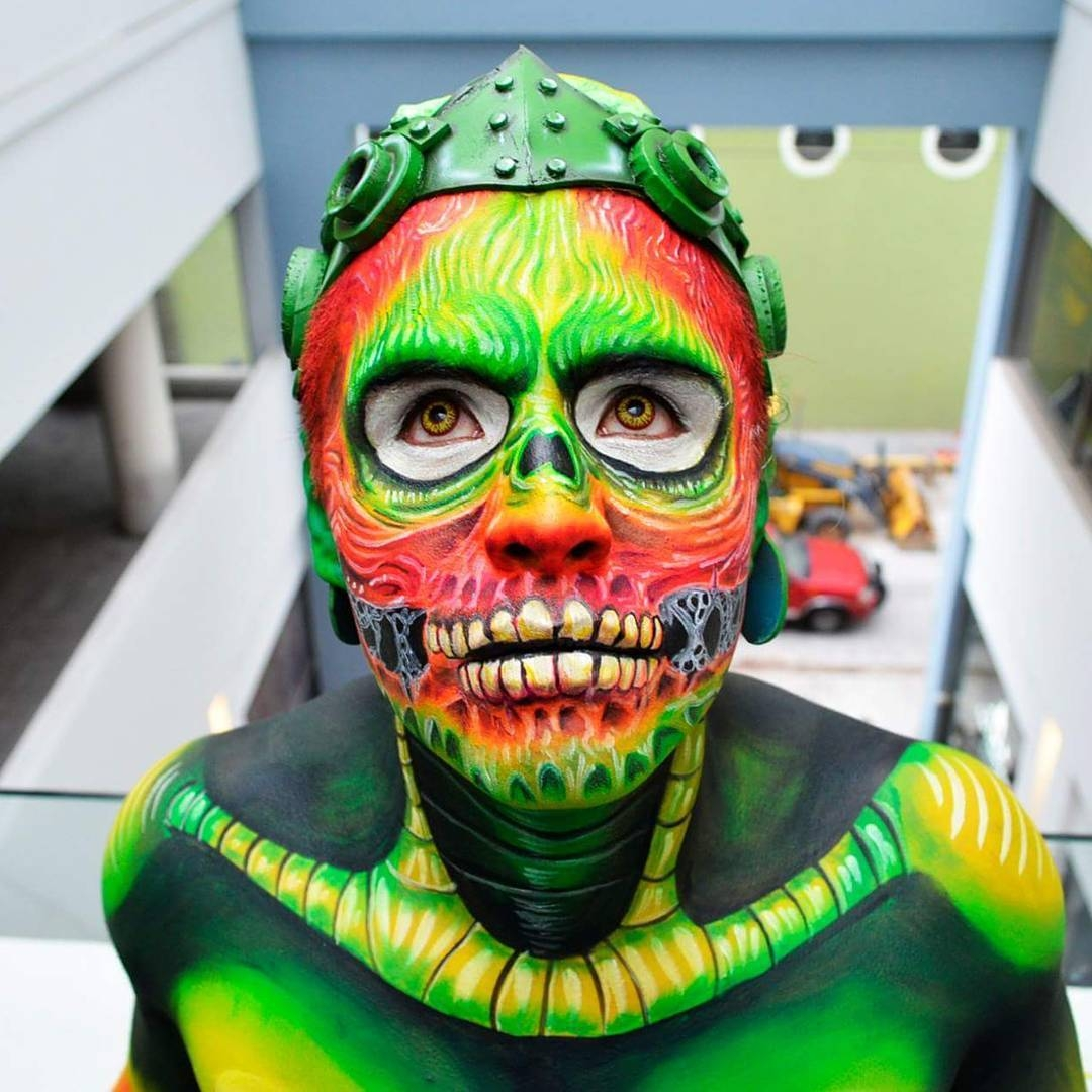 05-Alien-Alexander-Ojodelince-Body-Painting-that-Transforms-you-into-Art-www-designstack-co