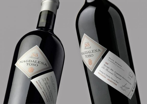 bottiglia etichetta decentrata stampa packaging design originale grafica naming vino