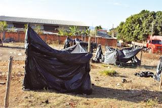 lonas acumula água e da dengue