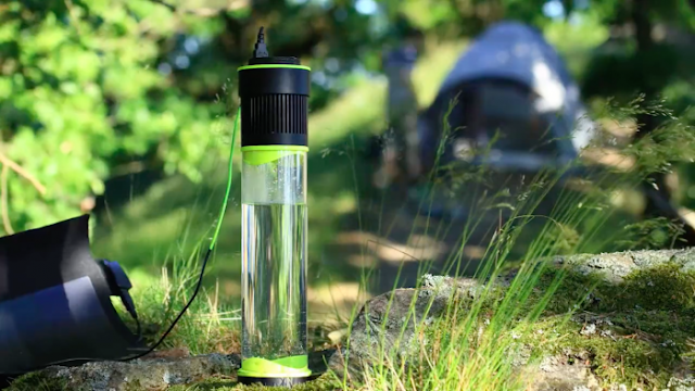 This Amazing Drinking Bottle Creates Water Out Of Thin Air