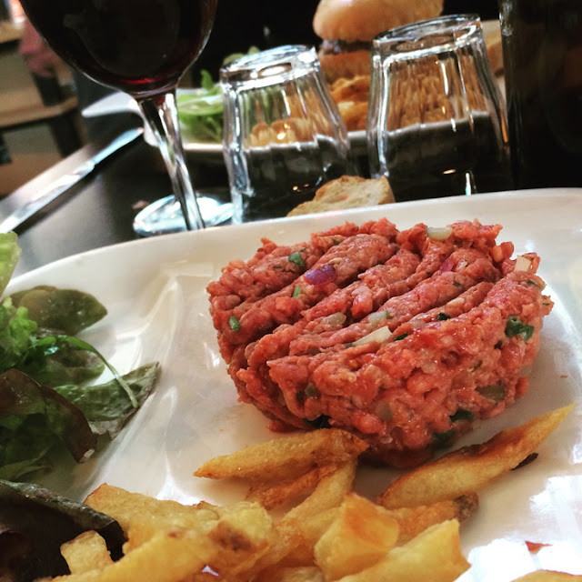 Tartar de buey en Les Tontons. comer en Burdeos | turistacompulsiva.com