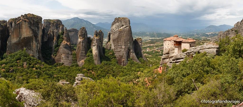 Panorámica monasterios Meteora Roussanou Grecia