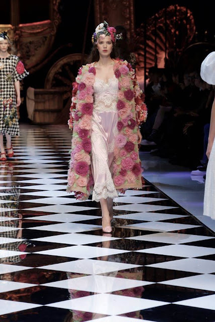 Dolce and Gabbana Women's Fall-Winter 2016-17 MFW {Cool Chic Style Fashion}