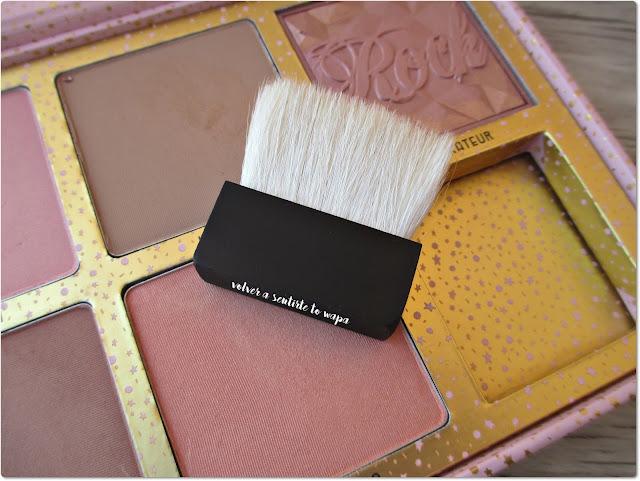 Paleta de Coloretes Cheekathon de Benefit - Brocha para aplicar colorete