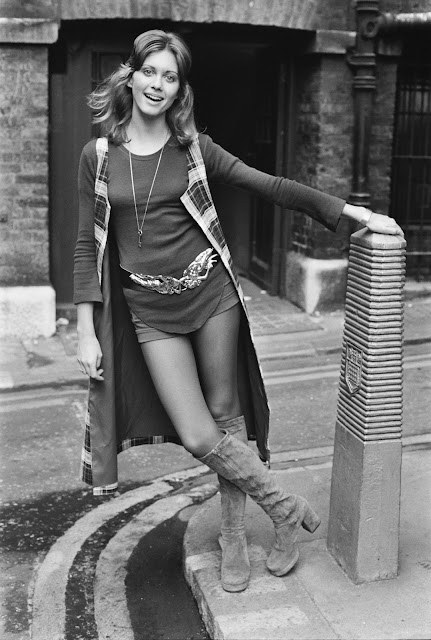 http://pixhost.org/show/121/52050410_olivia-newton-john-in-london-where-she-is-publicising-her-upcoming-show-with-si.jpg
