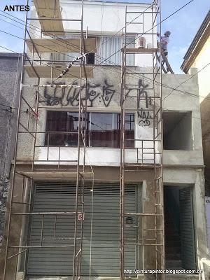 aplicação de grafiato sobre azulejo