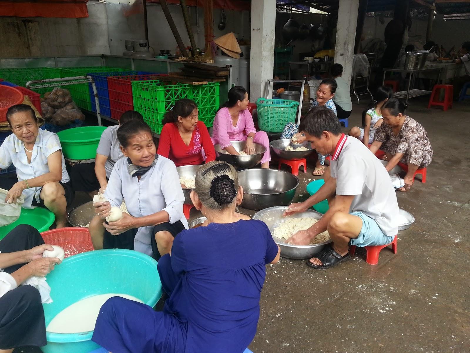 Nhật Liên: Bếp ăn từ thiện cho bệnh nhân nghèo quý 3/2013
