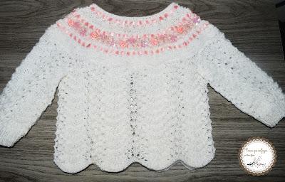 essa e uma blusinha do conjunto feita em trico com a lã carinho