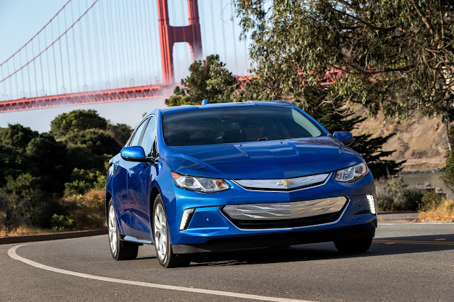 Front 3/4 view of 2016 Chevrolet Volt