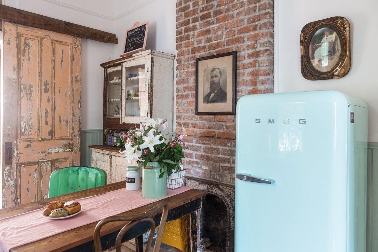 la fabrique d co des briques dans la cuisine. Black Bedroom Furniture Sets. Home Design Ideas
