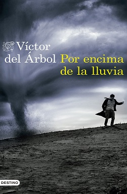Portada de la novela Por encima de la lluvia de Victor del Árbol, donde se ve un hombre en un campo, huyendo de un tornado.
