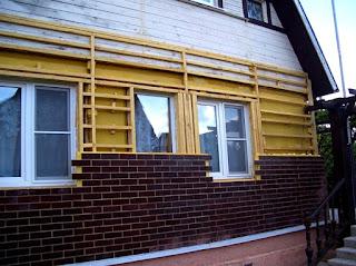 Данная статья и предназначена дать основы того, что нужно знать, чтобы построить каркасный дом самостоятельно. По крайней мере, чтобы решить, если недостаточно средств на кирпичное строение, каркасный строить или, допустим, брусовой. И, если в каком-то месте обнаруживается пробел, знать, где и как копать глубже.  Источник: vopros-remont.ru