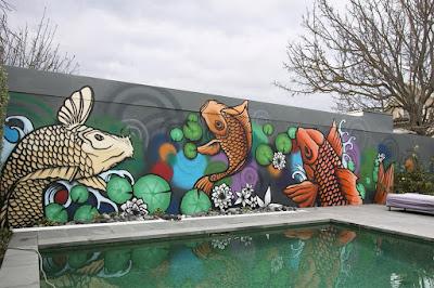 Gambar mural lukis dinding diatas kolam renang