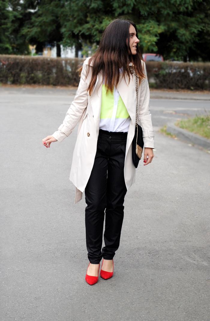 kremowy płaszcz