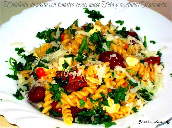 ensalada-pasta-tomates-secos-queso-Feta-aceitunas-Kalamata