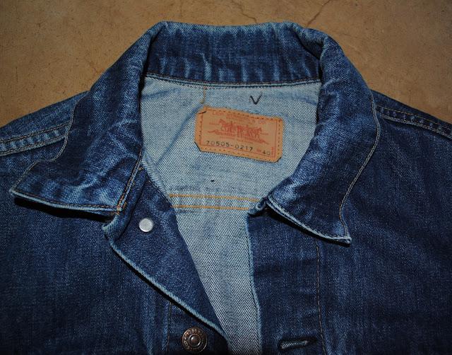洗濯前の70505 ビッグE サード仕様の襟の部分の拡大写真。少し襟の折り方にクセがあります。