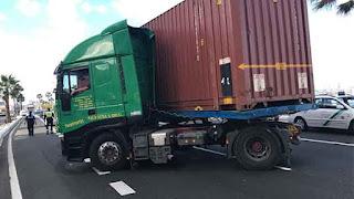 Accidente camión, AV. Marítima, Las Palmas de  Gran Canaria, retenciones