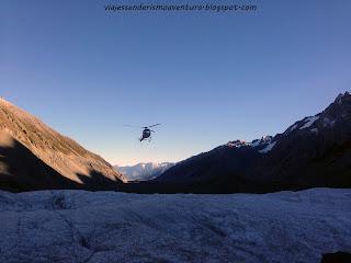 Helicóptero que nos llevaría de vuelta a tierra firme desde el glaciar Tasman