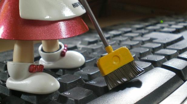 Cara Efektif Membersihkan Keyboard Laptop
