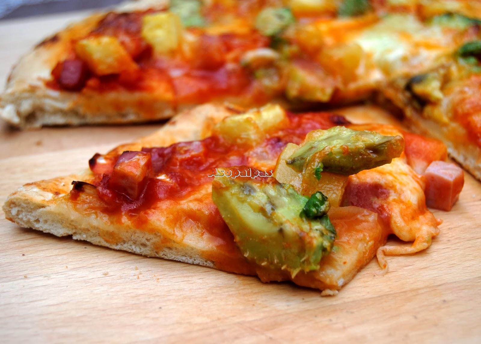 Pizza de Aguacate, Jamón York y Piña
