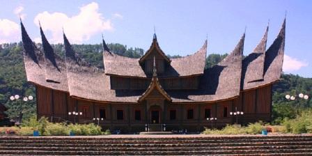 Ukiran Minangkabau di Istano Silinduang Bulan Khas Rumah Gadang Raja