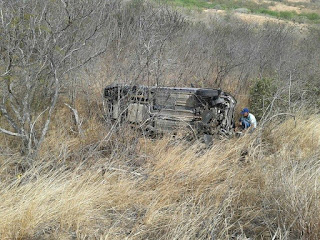 Carro capota na Ladeira do Campo Comprido em Cuité