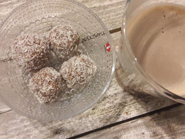 Kastehelmikulho kookospallot